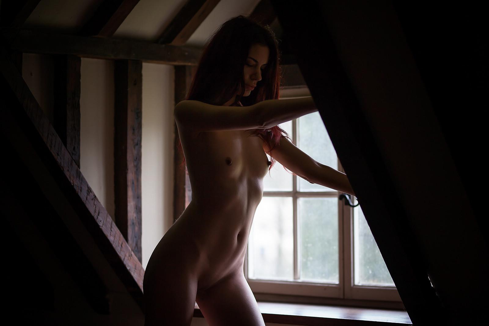 German Kinky Female Singer Nude On Stage In Nos Concert